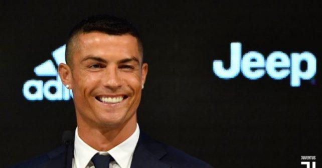 Cristiano-Ronaldo-Juventus-Jeep-4-700x463